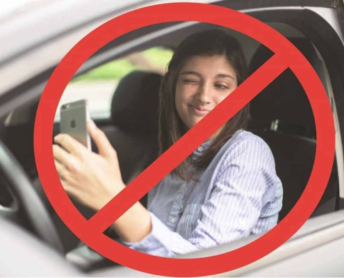 Peligros de selfies conduciendo